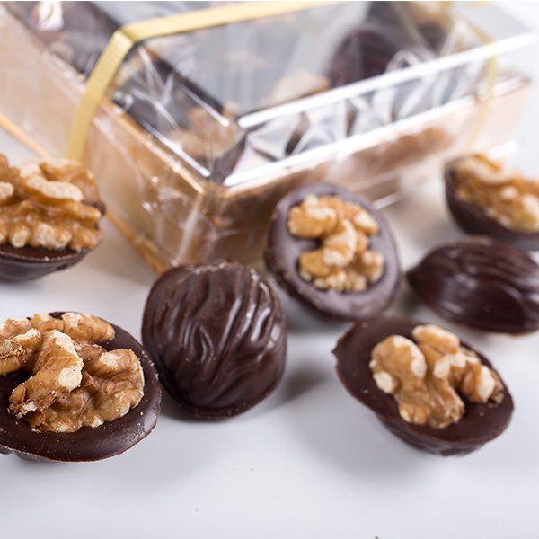Muestra en Detalle del Contenido de una Caja de Nueces de Chocolate Marca Palmira