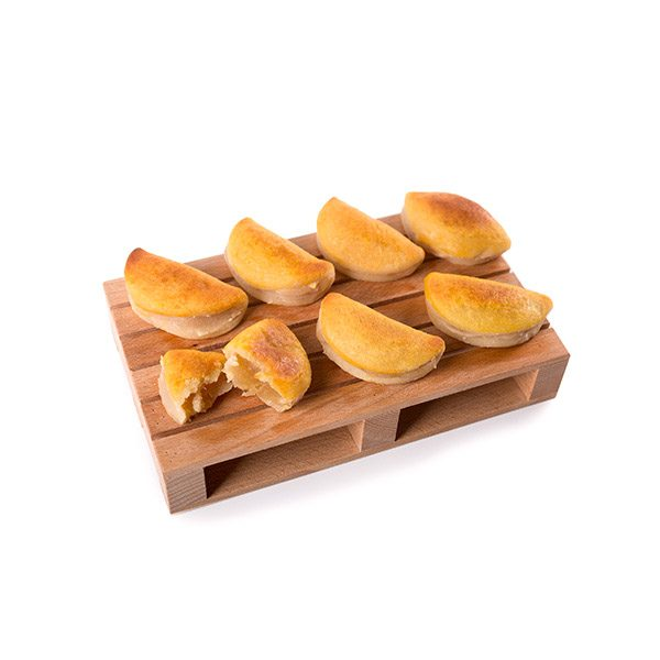 Empanadillas de Mazapán Gloria Rellenas de Batata Marca Palmira Expuestas en un Palé